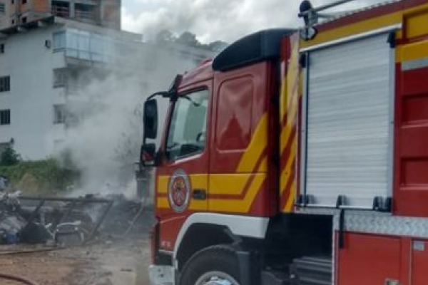 Incêndio em Depósito de Lixo em Blumenau